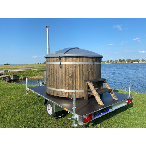 Hot tub with glass-fiber fill inside, spruce deck cladding and external fuse!